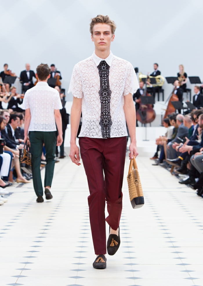 sommeroutfits burberry 2016 sommermode trends hemd weinrote hose spitze