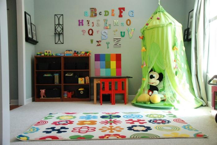 einrichtungsideen stauraum kinderzimmer regalsystem wanddeko kinderteppich