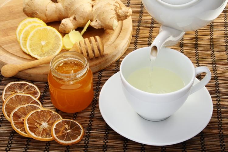 typische indische Gewürze Kurkuma Tee zubereiten Rezept
