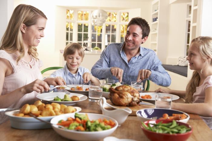 gesund zunhmen tipps lifestyle familie zusammen essen abendessen