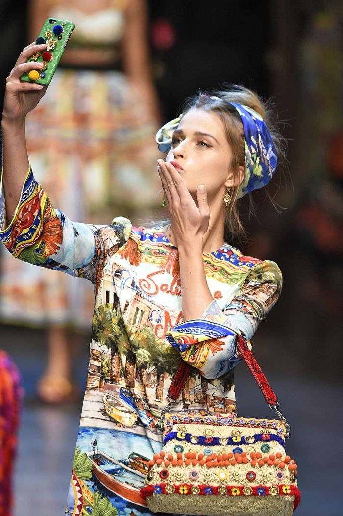 vintage kleider damenmode neue tendenzen bunte motive sommer 2016 docle gabbana