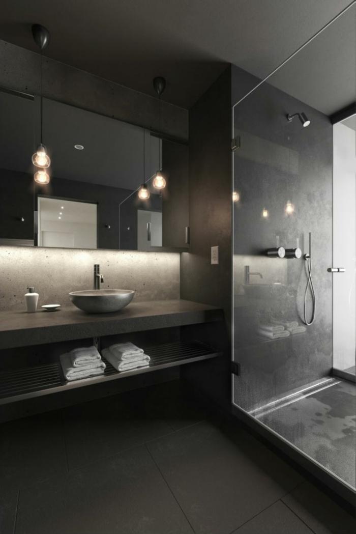 wandfarbe schwarz bodenfliesen pendelleuchten dusche