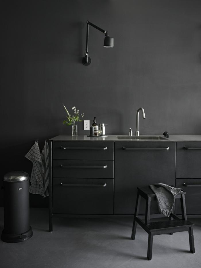 wandfarbe schwarz wohnideen aschwarze kommode wandleuchte