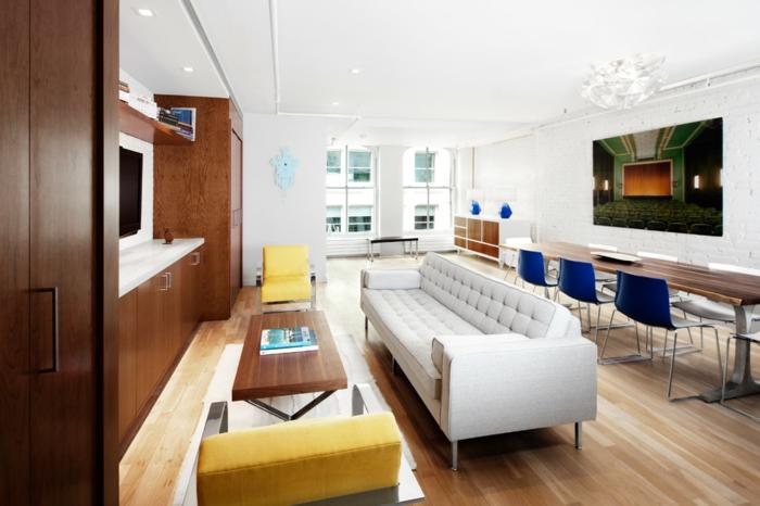 wohntrends offener wohnplan esszimmer wohnzimmer blaue elemente weißes sofa gelbe akzente
