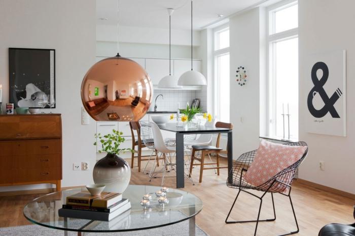 wohntrends offener wohnplan weiße wände pendelleuchte runder glastisch wohnzimmer esszimmer