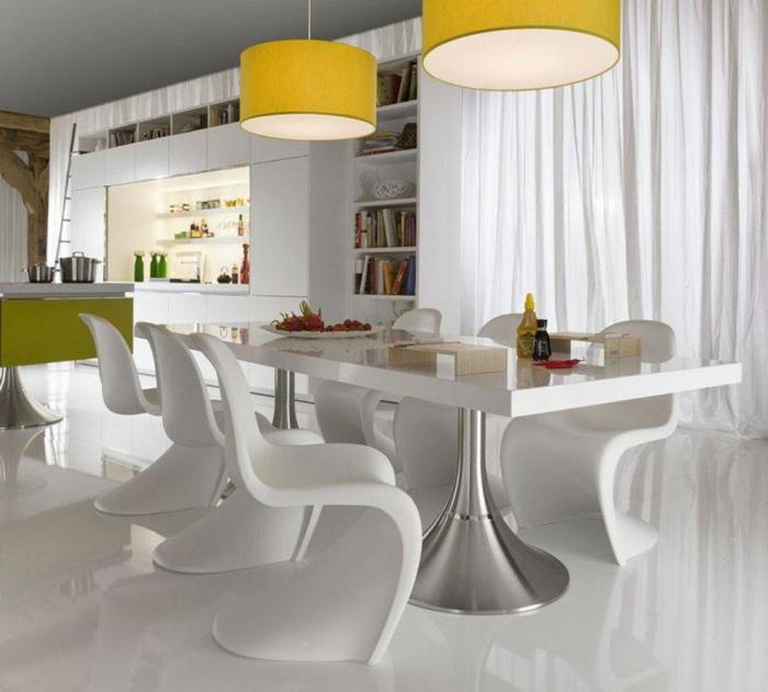 wohntrends pendelleuchten esstisch weiße stühle weißer bodenbelag