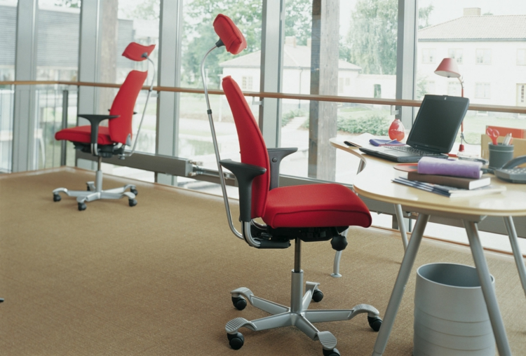 Büromöbel ergonomische Stühle Rücken Nacken stutzen