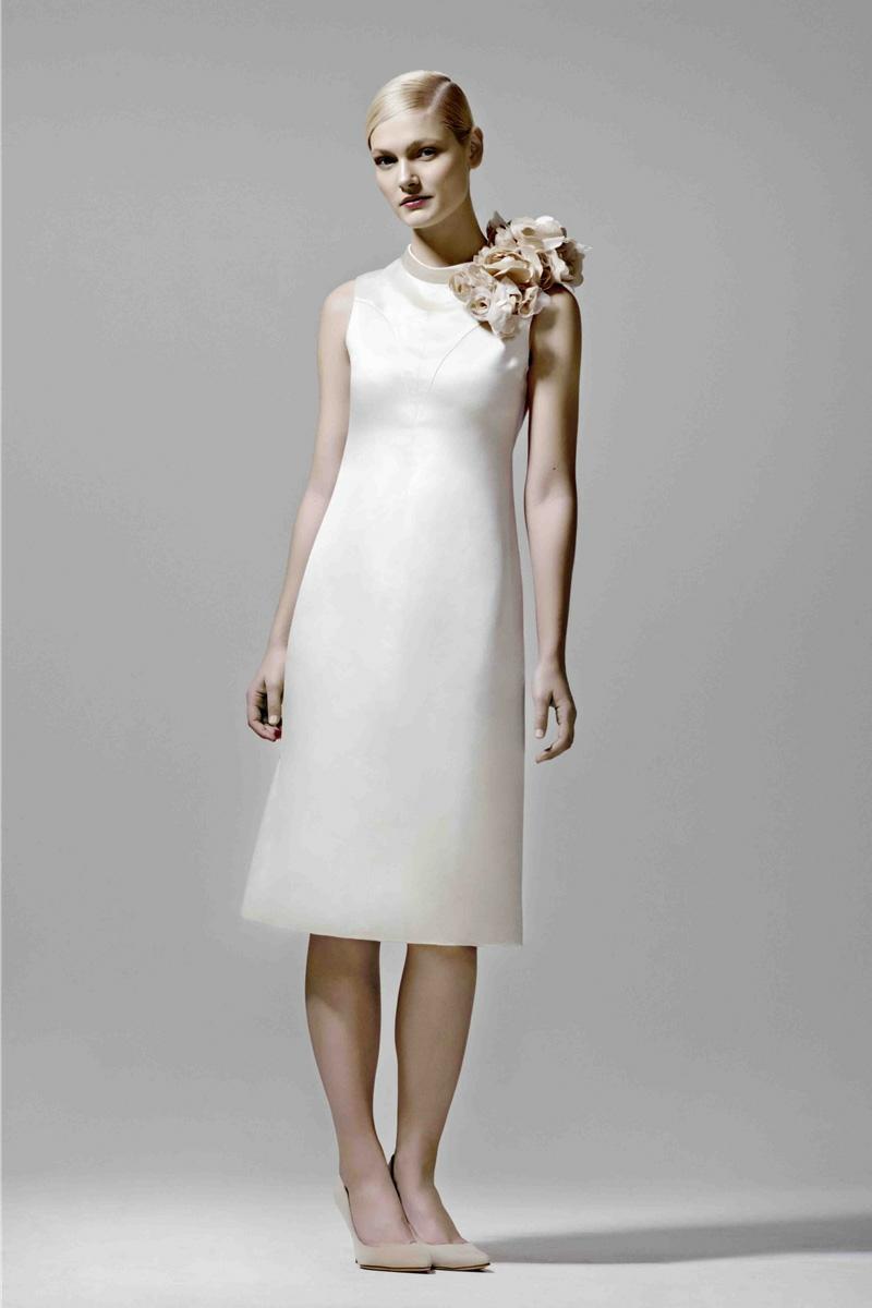 Brautmode Kleid für Standesamt knielang Kunstblumen Deko am Hals