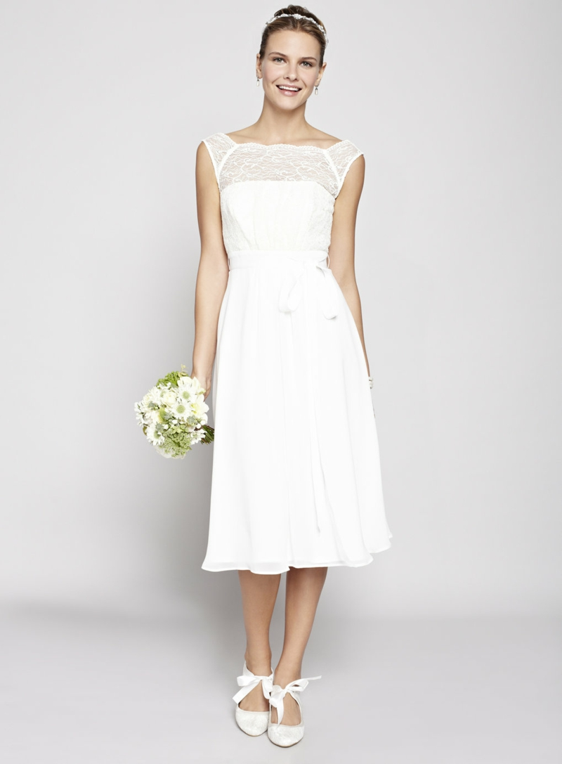 Brautmode Kleid für Standesamt weiß Brautstrauß