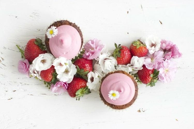 Erdbeertörtchen Rezept Vanille Muffins mit Frühlingsfrüchte