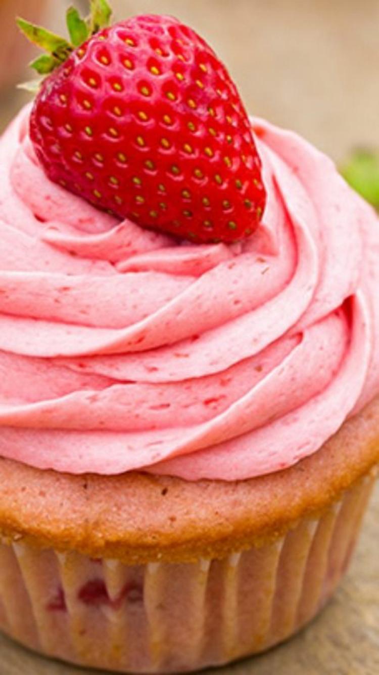 Erdbeertörtchen Vanille Muffins mit Erdbeer Schlagsahne