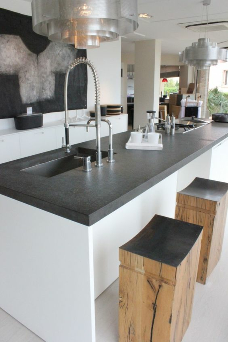 Granitarbeitsplatten Vorteile Küchengestaltung Kücheninsel rustikale Holzhocker