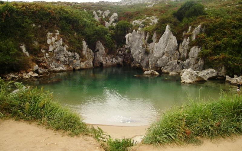 Gulpiyuri Beach Llanes Spanien die schönsten Strände der Welt