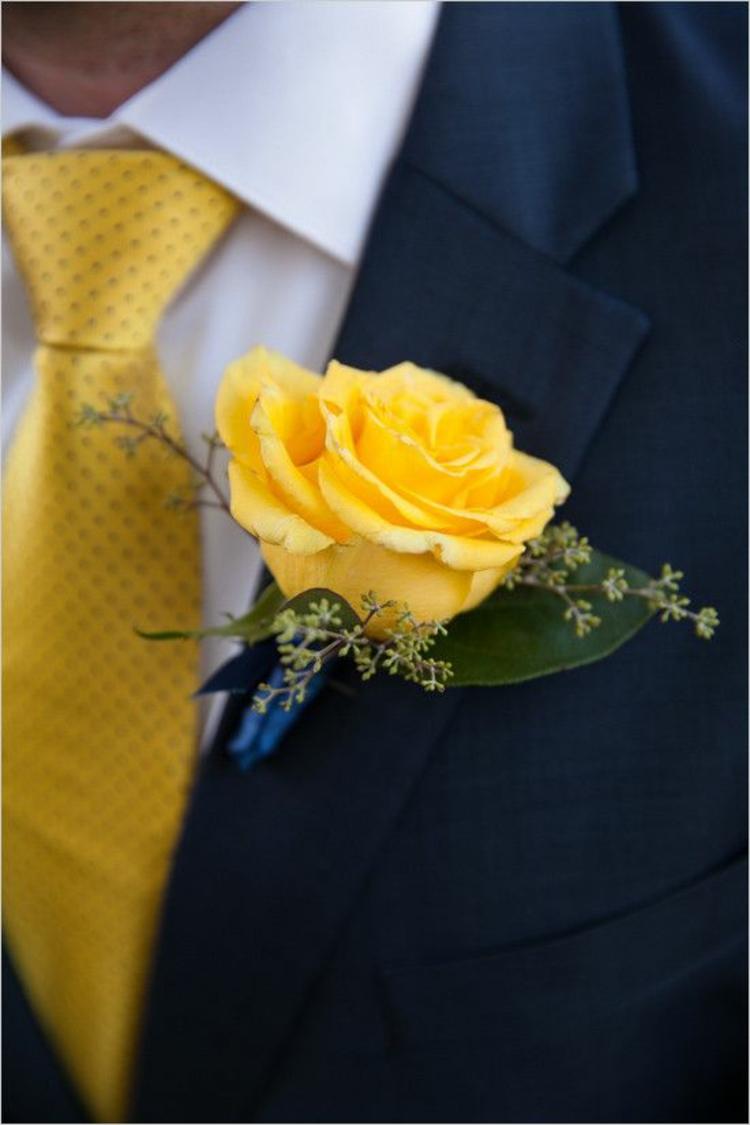 Hochzeitsfeier Ideen Gelb Bräutigam Anzug gelbe Krawatte gelbe Rose