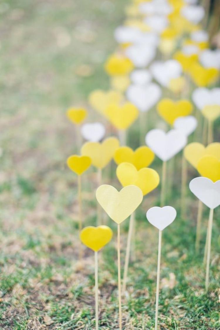 Hochzeitsfeier Ideen Gelb Herzstäbchen Hochzeitsdeko