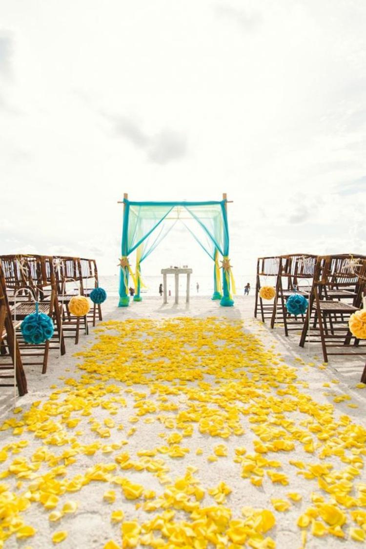 Hochzeitsfeier Ideen Gelb Hochzeitsdeko gelbe Rosenblätter