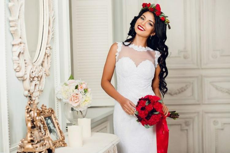 Hochzeitsfeier Hochzeitsdeko selber machen rote Rosen Brautstrauß