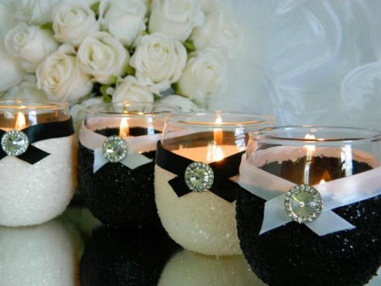 Hochzeitsfeier Ideen Schwarz Weiß Kerzen Halter dekorieren
