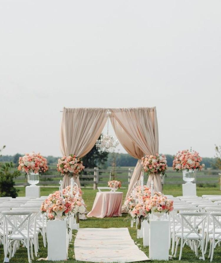 Hochzeitsfeier Ideen elfenbeinfarbene Hochzeitsdeko Gartenparty
