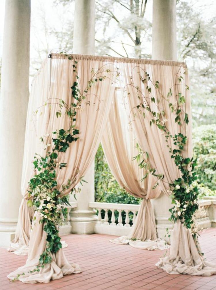 Hochzeitsfeier Ideen elfenbeinfarbene Hochzeitsdeko Ideen
