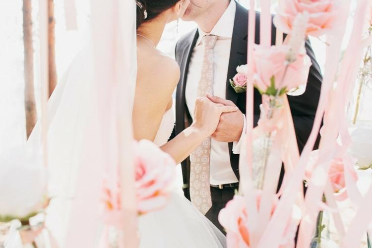 Hochzeitsfeier Ideen rosa romantische Hochzeitsdeko selber machen