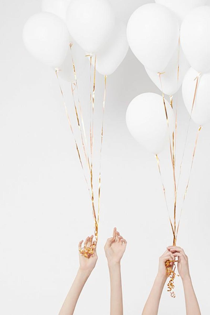 Hochzeitsplanung Bilder zum Hochzeitstag weiße Luftbalons