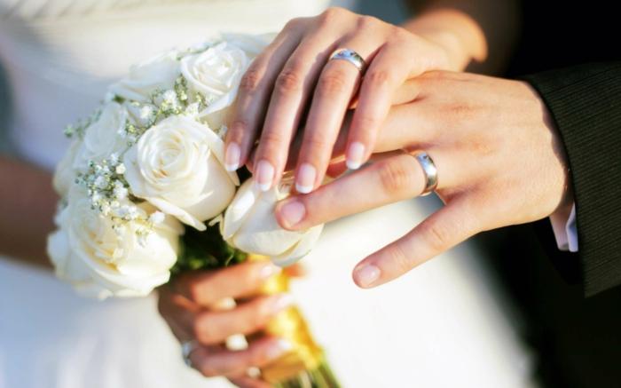 Hochzeitsplanung ehe schließen hochzeit blumenstrauß