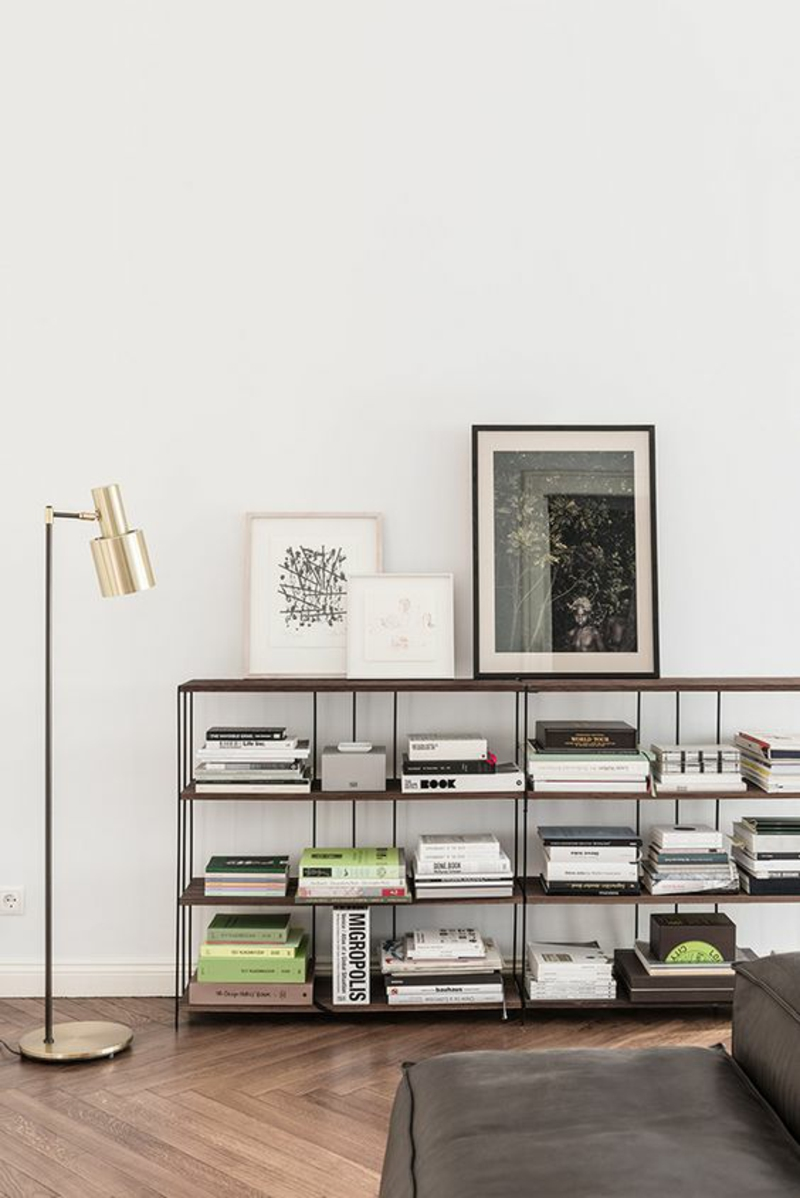 Inneneinrichtung Ideen Einrichtungsbeispiele Stehlampe Gold Bücherregal