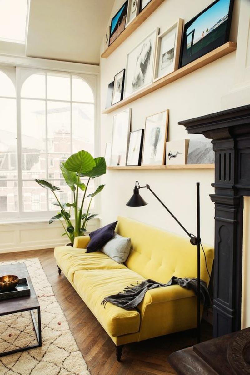 Inneneinrichtung planen Wohnzimmer Möbel Bücherregal Wandregale gelbes Sofa