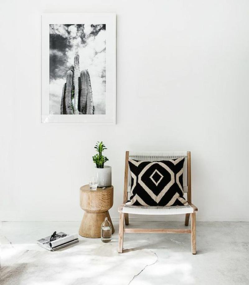 Inneneinrichtung planen Wohnzimmer Möbel Designerstuhl Beistelltisch Baumstamm