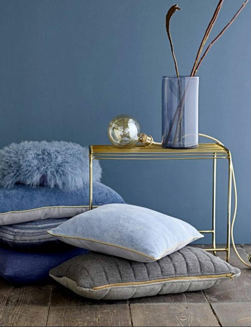 Inneneinrichtung planen Wohnzimmer Möbel Sofakissen Beistelltisch