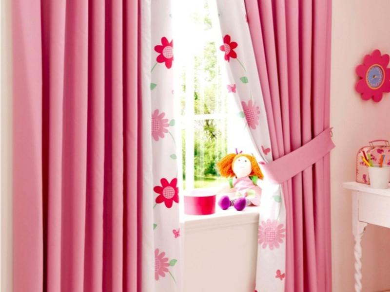 Kindergardinen Einrichtungsideen Kinderzimmer Mädchen rosa Gardinen