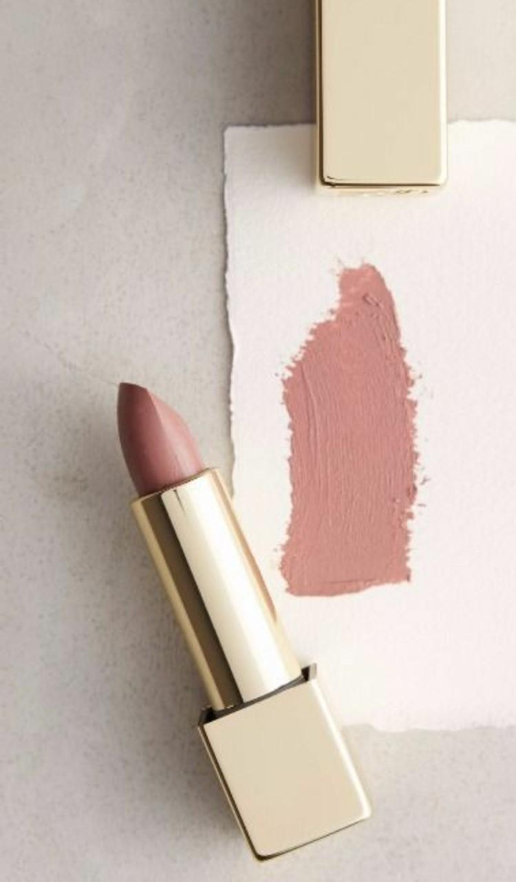 Lippenstift Farbe aussuchen braune Nuancen Lippenstiftprobe Make up Tipps
