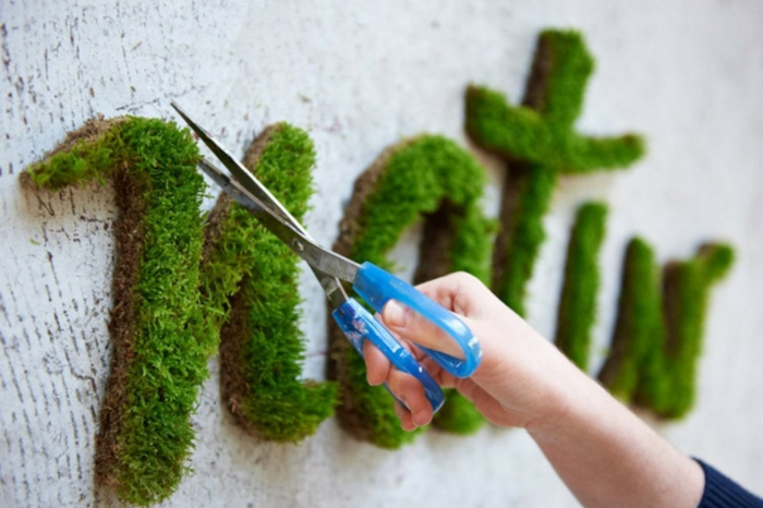 Moos Graffiti streetart künstler ornament stützen