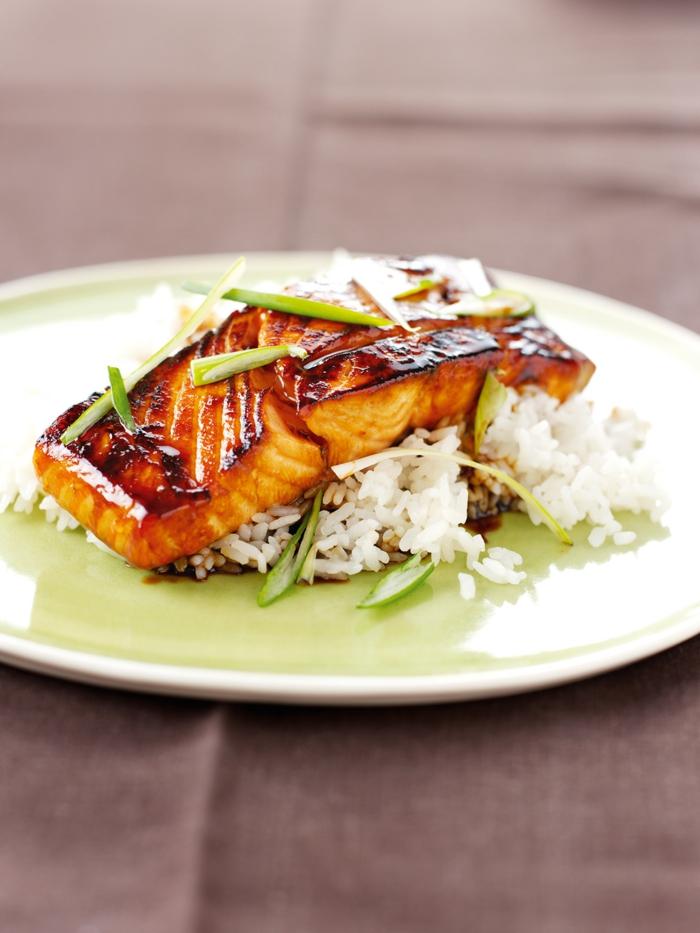 Omega 3 Fettsäuren Lebensmittel gesundes Essen lachsfilet