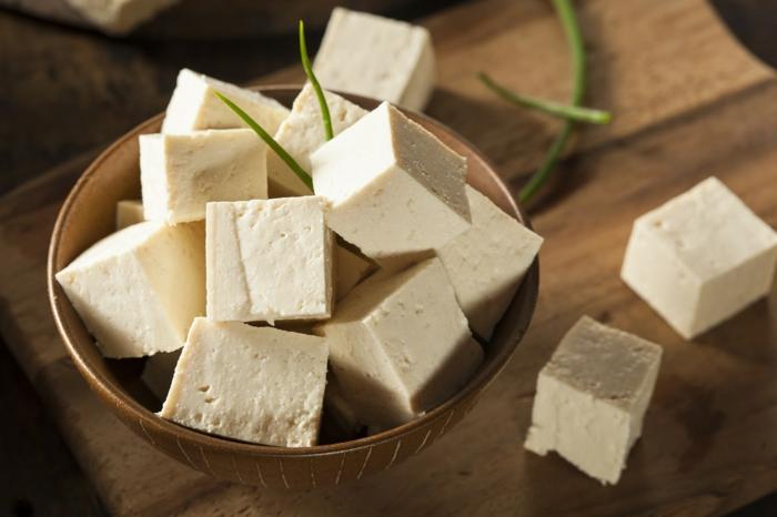 Omega 3 Fettsäuren Lebensmittel gesundes Essen wahlnüssöl tofu rezepte