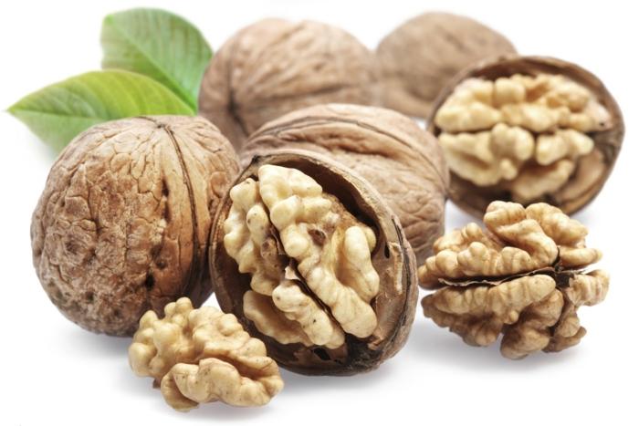 Omega 3 Fettsäuren Lebensmittel gesundes Essen wahlnüsse