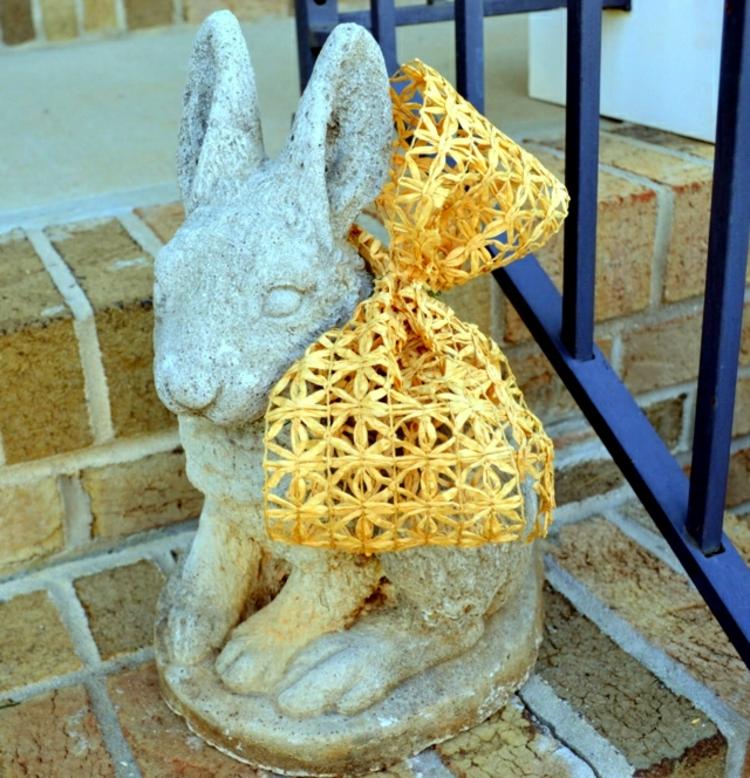 Osterdeko Garten Osterhase Skulptur Osterdeko basteln mit Kindern