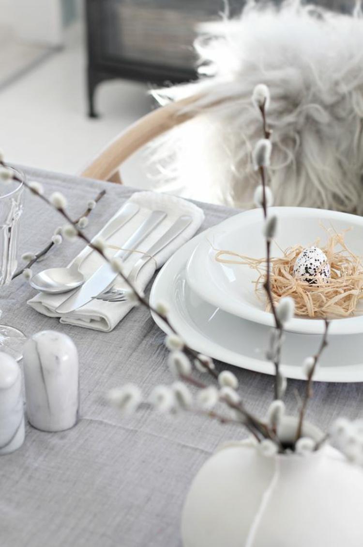 Osterdekoration rustikale Tischdeko Ideen DIY Ideen festliche Tischdeko