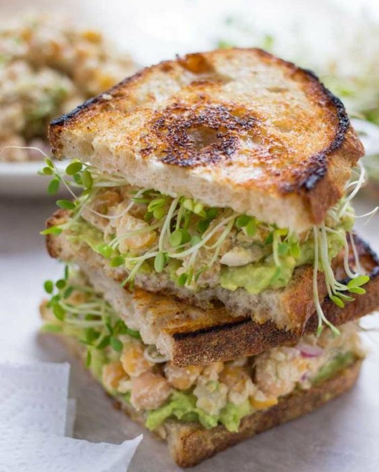 Sandwich mit Rote Beete Sprossen gesunde Ernährung Tipps