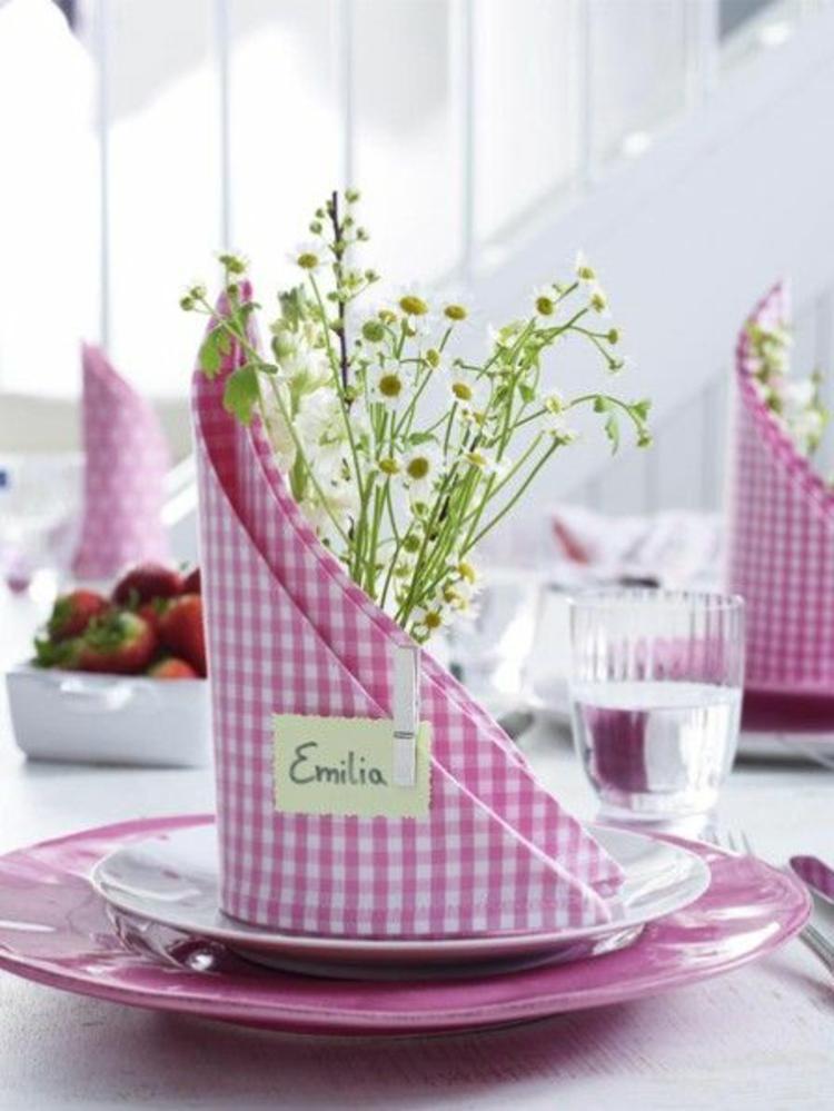 Servietten falten Anleitung Gartenparty Frühlingsblumen Tischdeko Stoffservietten falten