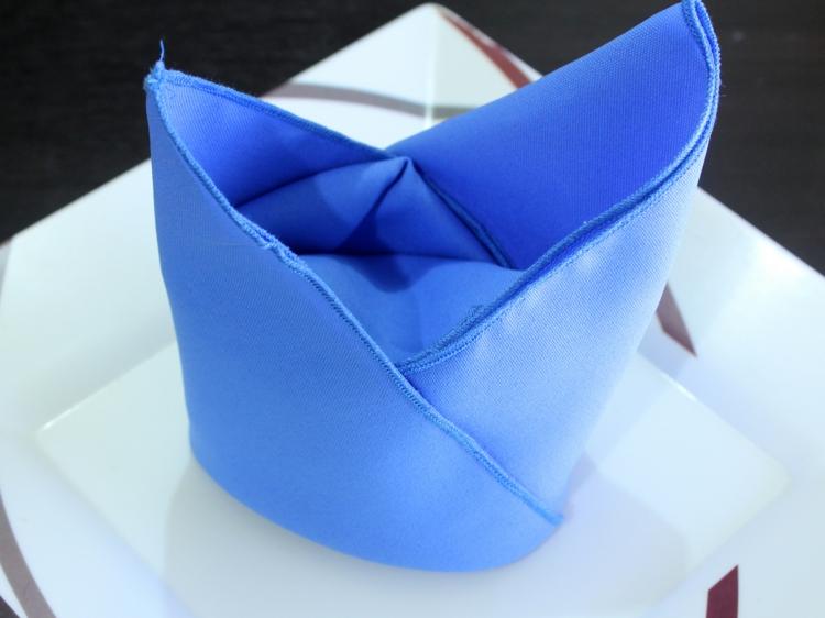 Stoffservietten falten Anleitung maritime Tischdeko Stoffservietten falten