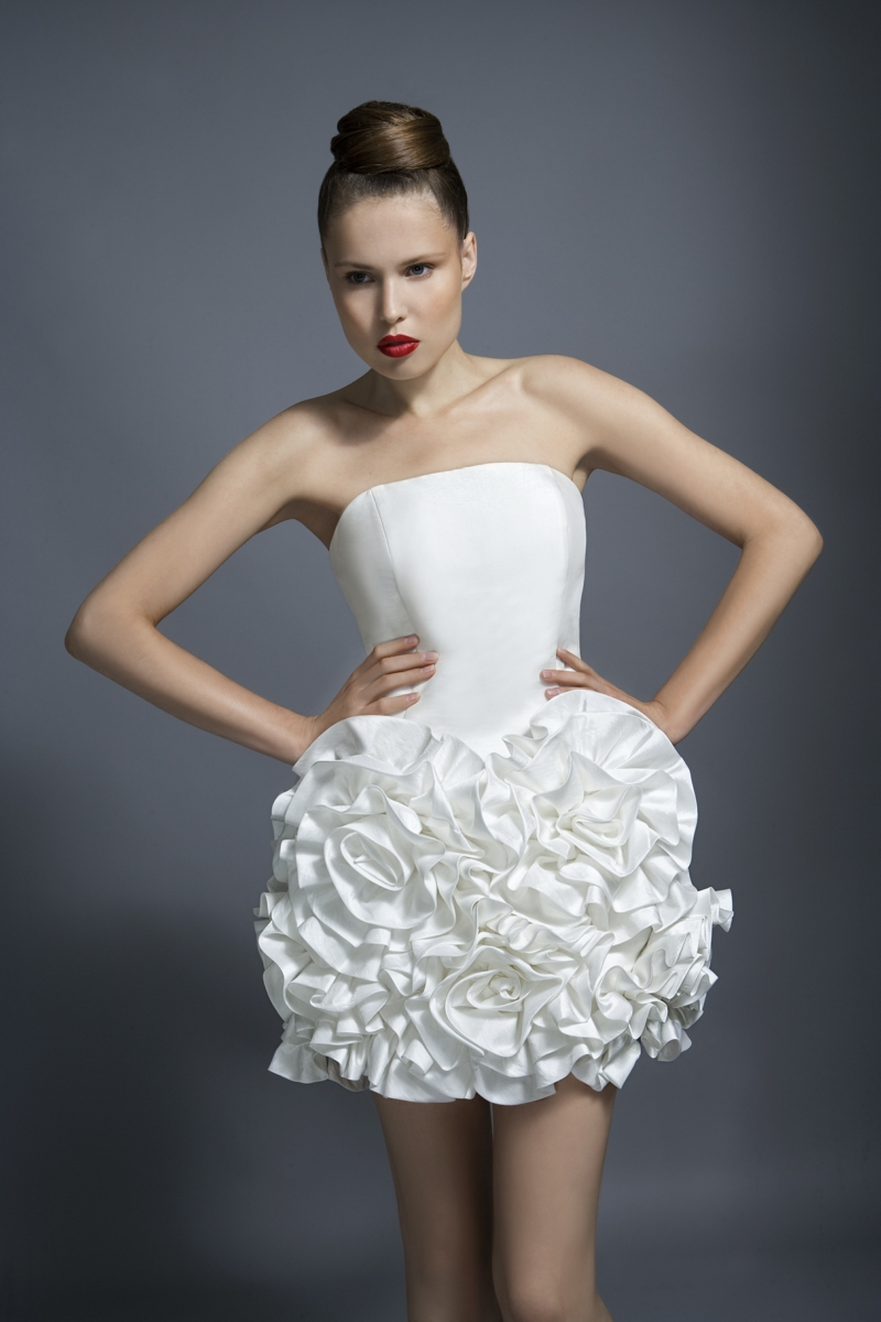 Standesamt Kleid kurz Brautmode auffälliges Hochzeitskleid