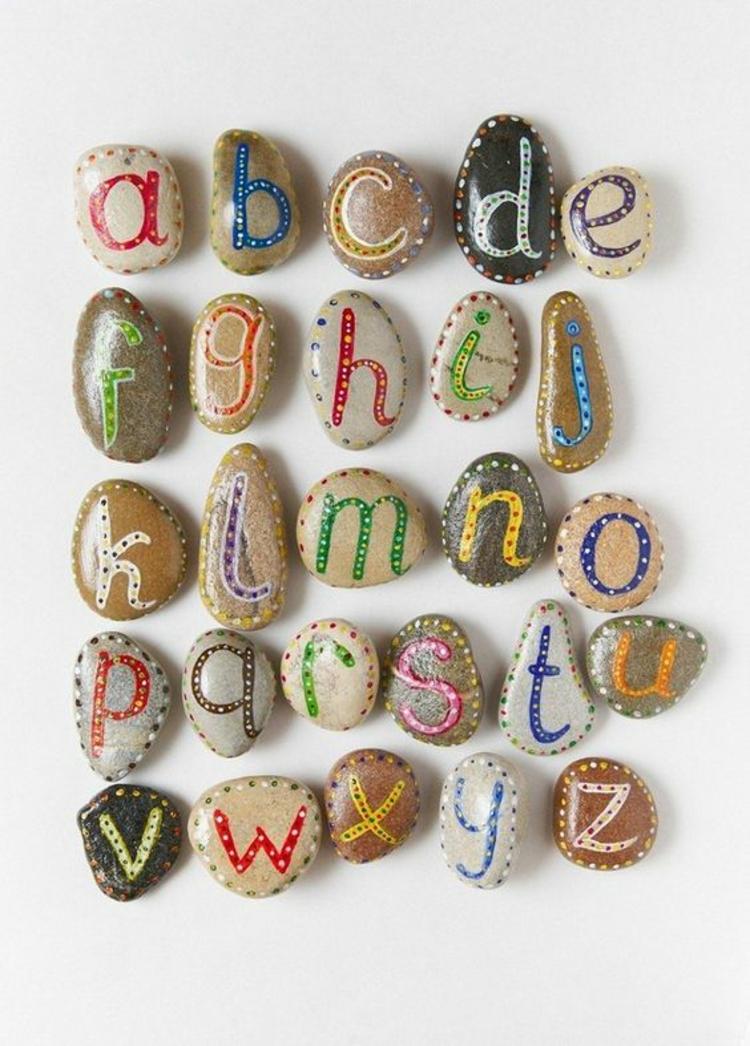 Steine bemalen Alphabet Basteln mit Steinen