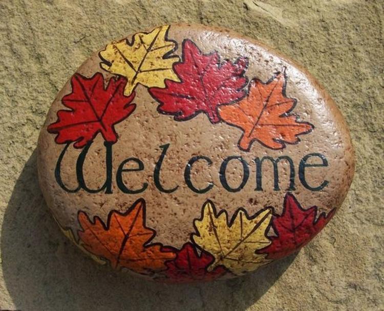 Steine bemalen Herbstblätter Basteln mit Steinen