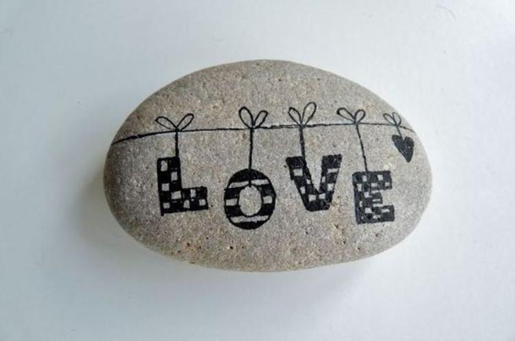 Steine bemalen Liebeserklärung machen durch bemalte Steine