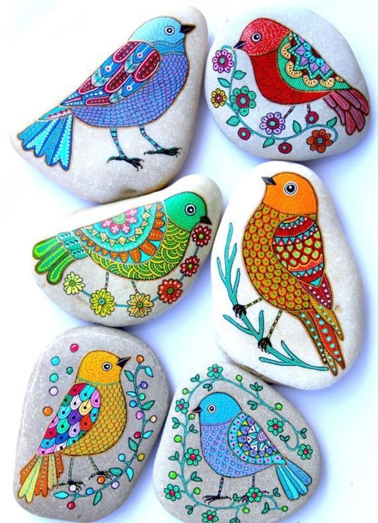 Steine bemalen bunte Vögel bemalte Steine
