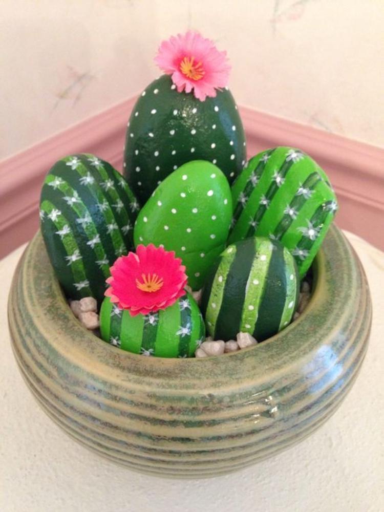 Steine bemalen grüne Steinchen Kaktus Basteln mit Steinen