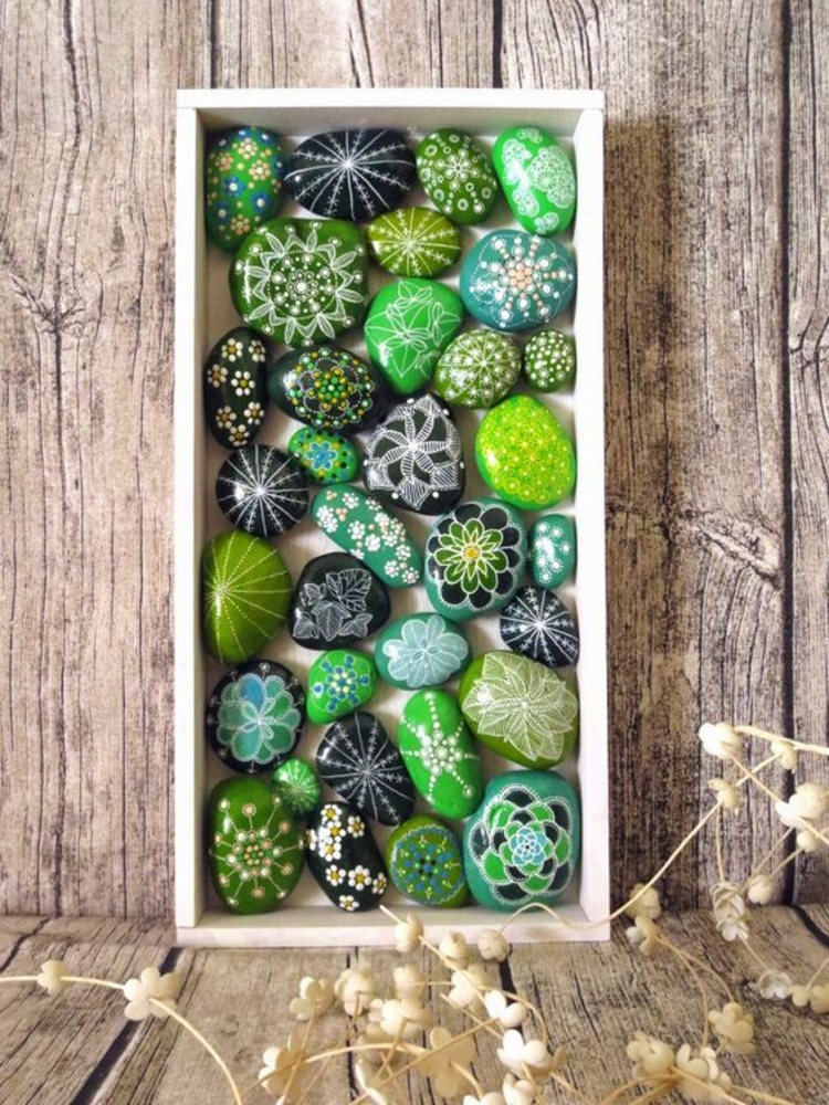 Steine bemalen grüne steinchen deko Basteln mit Steinen