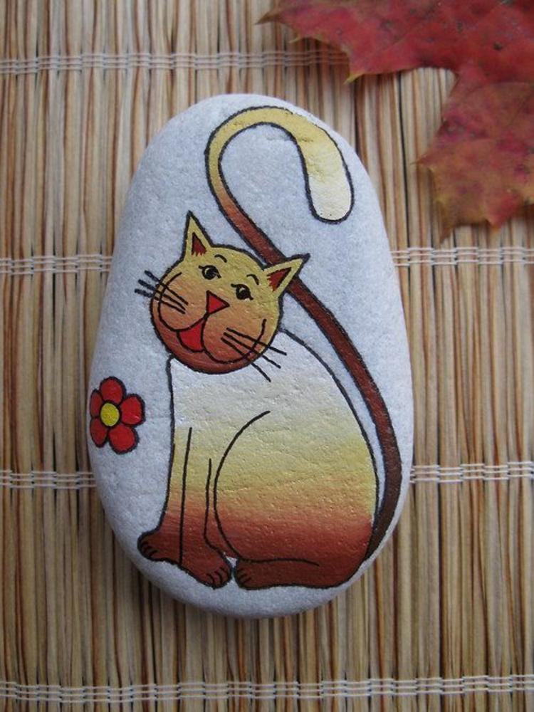 Steine bemalen lustige Katze Basteln mit Steinen